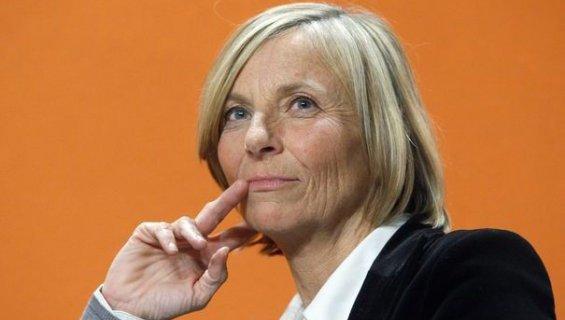 «IL NOUS FAUT REVOIR NOTRE POLITIQUE D'ASILE» Marielle de SARNEZ