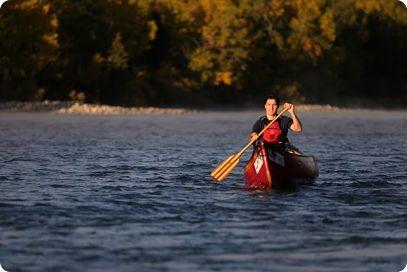 Parti libéral du canada: Justin Trudeau fait du canot sur la rivière Bow