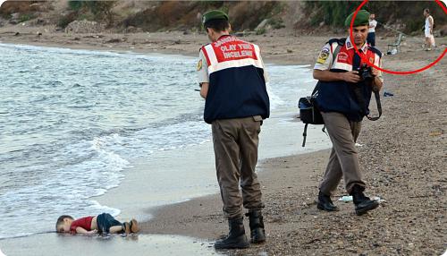 La photo a été recadrée par des médias populistes, pour émouvoir et endormir la raison.