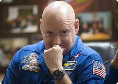 Scott Joseph Kelly détient le record du plus long séjour jamais réalisé à bord de l'ISS.