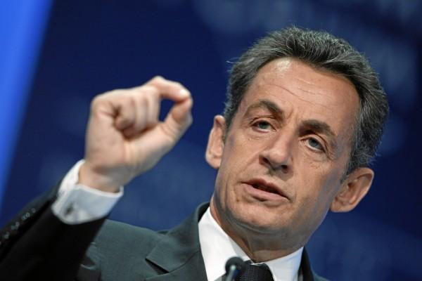 Nicolas Sarkozy : «Ici c'est la France, c'est pas le Gabon. Si vous voulez parler du Gabon, retournez-y!»
