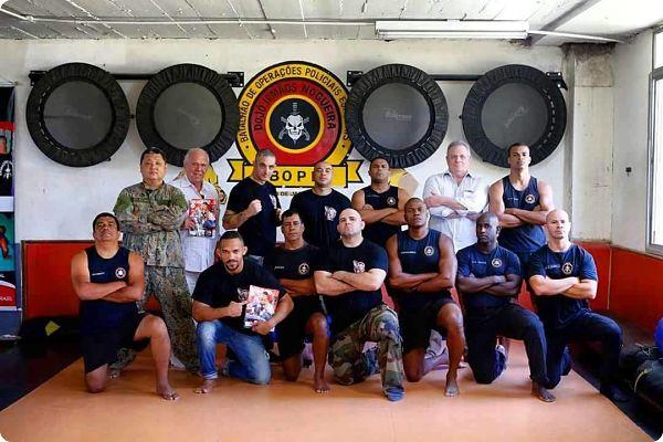 Brésil: les policiers ont assiste un stage de Jiu-Jitsu animé par André Almeida (professeur)