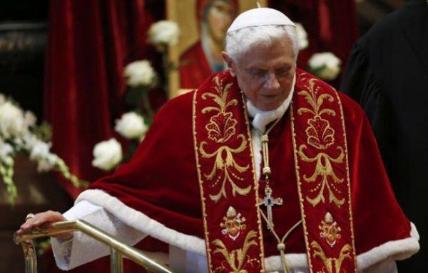 Clinton, Obama et Soros ont-ils fomenté un coup d'Etat pour renverser le Pape Benoît XVI ?