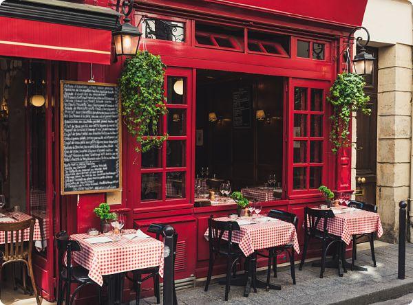 Cafés et restaurants préparent l'ouverture à Paris