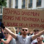 France : la «dictature sanitaire» de Macron, un calcul électoral ?